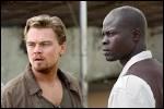 Vous débarquez en plein coeur d'une horrible guerre civile en Sierra Leone. Vous avez à peine le temps de vous abriter des balles que vous voyez au loin Archer, un trafiquant, qui tente de fuir.