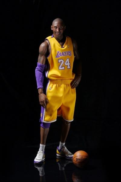 Quel est le nom de ce joueur qui joue chez les Lakers ?