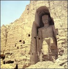 En 2001, dans quel pays les statues monumentales de Bouddha ont-elles été détruites par les talibans ?