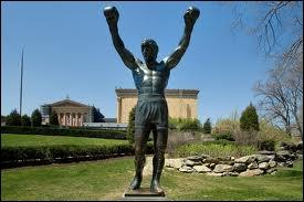 Dans quelle ville américaine peut-on voir la statue de Rocky Balboa ?