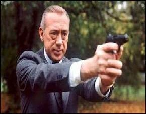 C'est aussi en 1986 que l'Inspecteur Derrick fait son apparition à la télévision française. Qui jouait le rôle de Stefan Derrick ?