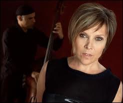 A quel groupe belge emmené par la chanteuse Dani Klein depuis 1986 doit-on les titres  Johnny ,  Puerto Rico  ou encore  Don't cry for Louie  ?