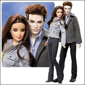 Le couple de poupées, vêtues pour aller au lycée, ce sont ?