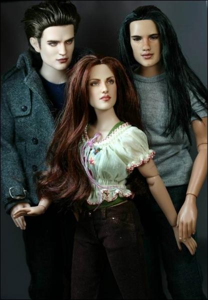 Aux côtés de Bella et Edward, le troisième larron prénommé Jacob. Ici, il représente son personnage, mais dans quel film de la saga ?