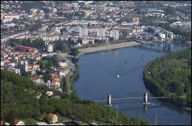 Dans quel pays le Rhône prend-il sa source ?