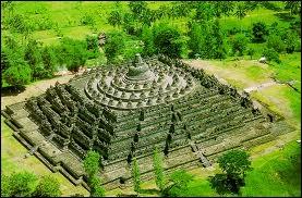 Borobudur. Le plus grand monument bouddhiste au monde.