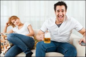 Selon les femmes, quelle est la manie de célibataire endurci la plus énervante chez les hommes ?