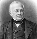 Fusilleur de la Commune pour les socialistes, Adolphe Thiers est adulé par les républicains modérés qui voient en lui un des fondateurs de la IIIe République. Quelle proposition sur lui est fausse ?