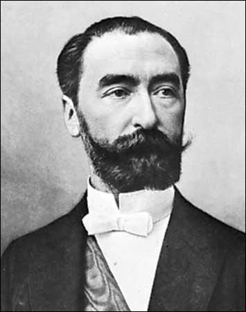 Incarnant une présidence sérieuse mais marquée par des années d'agitation sociale forte, Marie François Sadi Carnot est élu le 3 décembre 1887. Par qui fut-il assassiné ?
