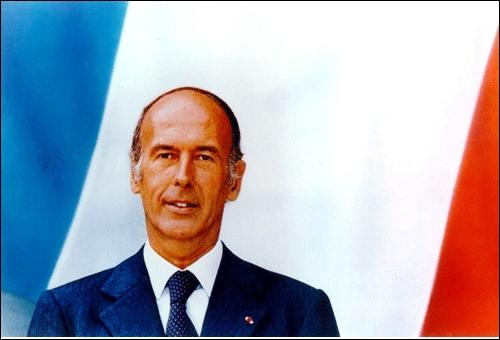 Avec l'élection de Valéry Giscard d'Estaing en 1974 en tant que 20e président de la République, c'est le centre droit qui fait son entrée à l'Elysée jusqu'en mai 1981. Quelle proposition est fausse ?