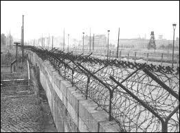 Histoire : quand fut construit le mur de Berlin ?