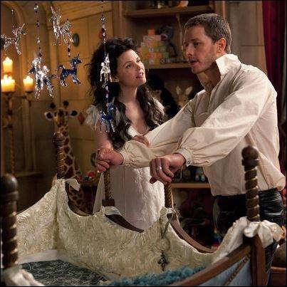 Qui avait eu la charge, au Pays des contes de fée, de veiller sur le bébé de Blanche-Neige à Storybrooke ?