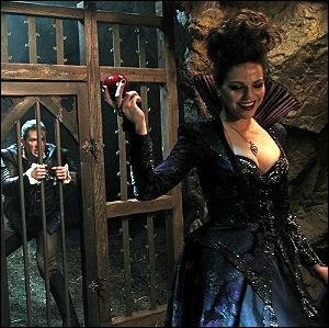 Prête à tout, de quelle  arme  Regina réussit-elle à s'emparer, grâce à Jefferson ?