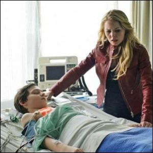 S'étant fait voler le produit par Mr Gold, Emma va finalement sauver Henri en lui donnant un baiser, un vrai baiser d'amour, amour maternel. Quel effet aura celui-ci ?