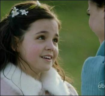 Regina a rencontré Blanche-Neige la première fois dans la campagne, quand celle-ci n'était qu'une petite fille encore, mais dans quelles circonstances ?