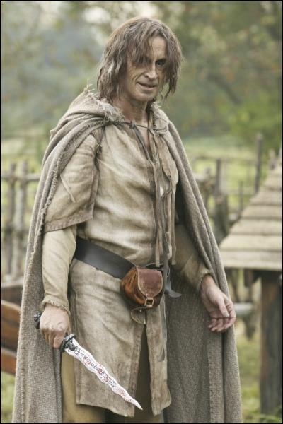 Rumplestiltskin tente de soustraire son fils Baelfire à la conscription pour la Guerre contre les géants. Il va être aidé pour cela par ?