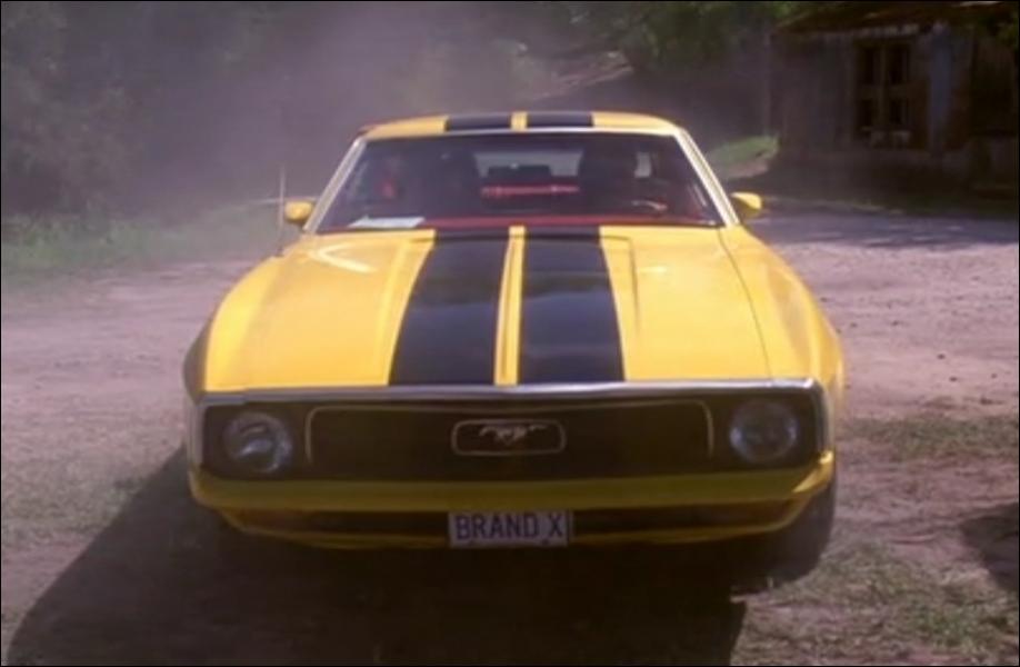 Attention ! Les filles qui conduisent cette voiture sont terriblement dangereuses :
