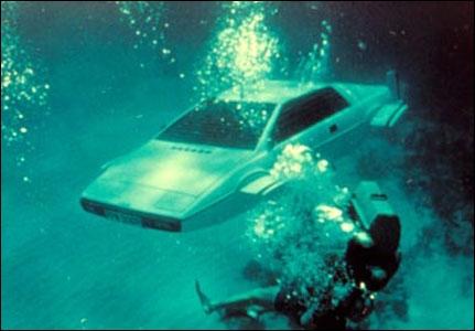 Et qui n'a jamais rêvé d'une Lotus Esprit amphibie afin d'explorer les fonds marins ? James Bond l'a fait dans :