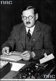 Fin 1921, Hitler l'évince et prend la direction du parti (NSDAP). Quel est ce serrurier qui fonde le Parti ouvrier allemand (DAP) en 1919 ?