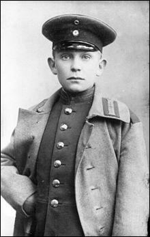 Il fut plusieurs fois blessé pendant la Grande Guerre et a été ministre de l'air entre 1933 et 1945. Quel est cet élève qui ne supporte pas la discipline et qui se montre paresseux ?