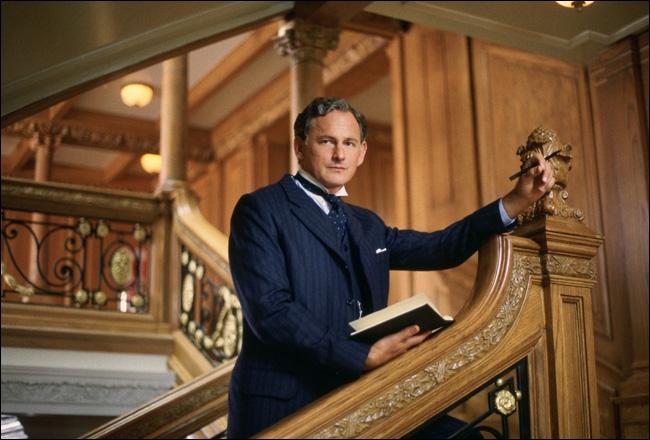 Quelle est la première phrase dite par Thomas Andrew en montrant le plan du Titanic (après la percussion de l'iceberg) ?