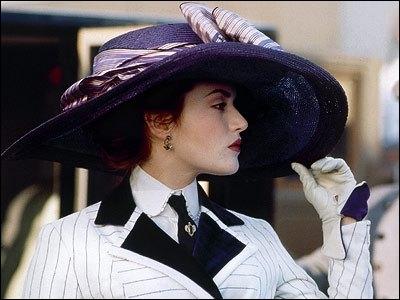 Au début du film, Rose dit, en parlant du Titanic :  Il n'a pas l'air plus grand que le ...