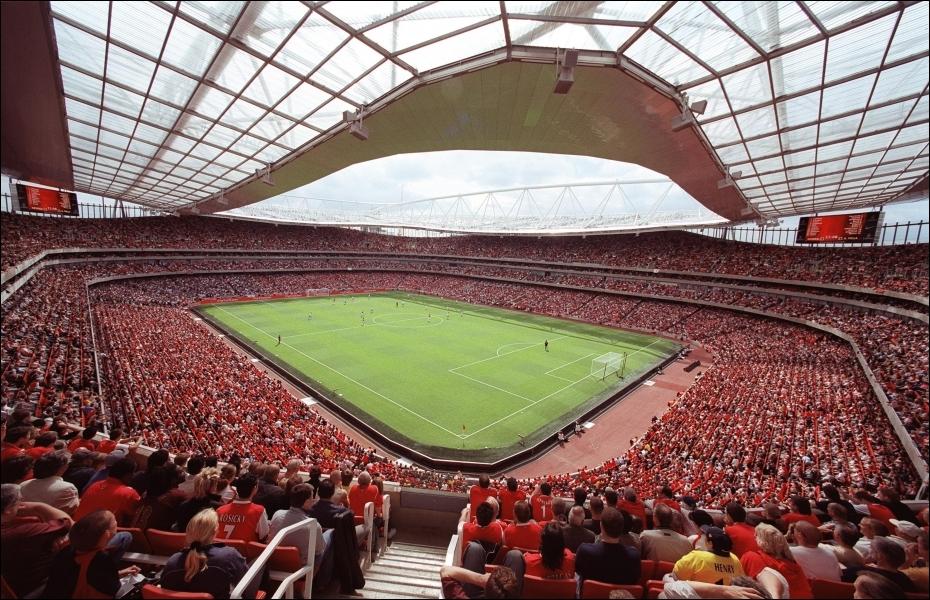 Comment s'appelle ce lieu où se disputent des matchs de foot ?
