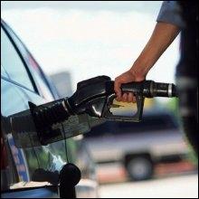 Que faut-il mettre dans le réservoir de la voiture pour qu'elle roule ?