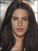Qui interprète le rôle d'Adrianna Tate-Duncan ?