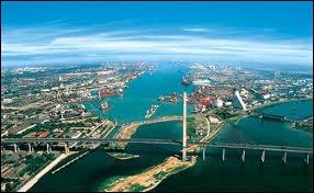 Où est situé le port de Tianjin ?