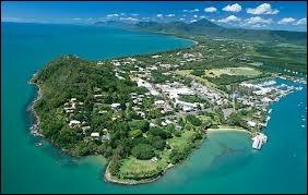 Cette image aérienne correspond à Port Douglas. Quel est son pays ?