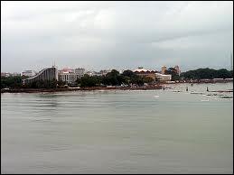 Où est situé le port de Conakry ?