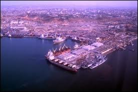 Voici une vue aérienne de Luanda. Où se trouve ce port ?