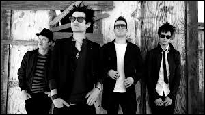 Quel groupe de punk rock canadien chante ''The Hell Song'' ?