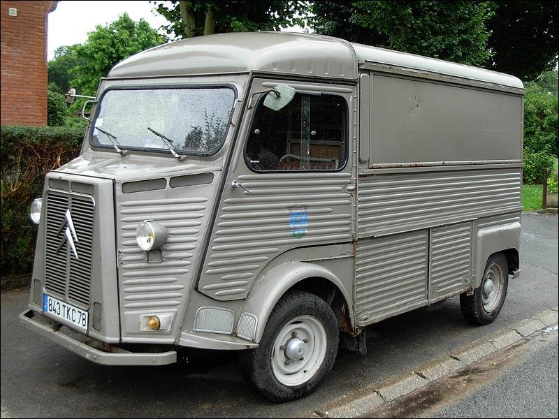 Panier à salade, dépanneuse, magasin roulant, bâché, rallongé, bétaillère... Quel est le modèle de cet utilitaire Citroën ?