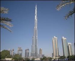Comment s'appelle la plus haute tour du monde située à Dubaï dont la hauteur finale est de 828 mètres, antenne comprise ?