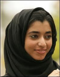 Quel est le pourcentage d'étrangers parmi les près de 8 millions d'habitants des Émirats arabes unis ?