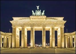 Dans quelle ville européenne a été photographiée cette fameuse porte ?