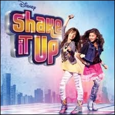 Qui chante le générique de  Shake It Up  ?