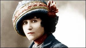 Romancière qui fut élue membre de l'Académie Goncourt en 1945, de son vrai nom Sidonie-Gabrielle...