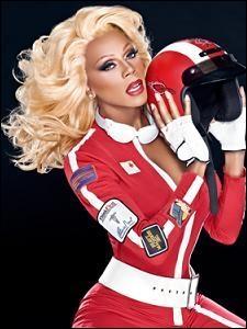 Sous quel nom de scène cette drag queen célèbre dans les années 1990 est-elle connue ?