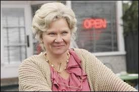 A Storybrooke, je m'appelle Granny. En réalité, je suis...