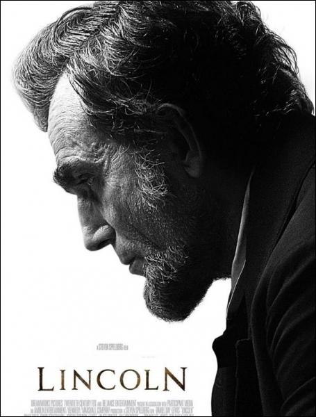 Dans sa dernière réalisation   Lincoln  , retraçant les derniers mois tumultueux du 16 ième Président des Etats-Unis, quel acteur incarne un Abraham Lincoln, avec une stupéfiante ressemblance ?