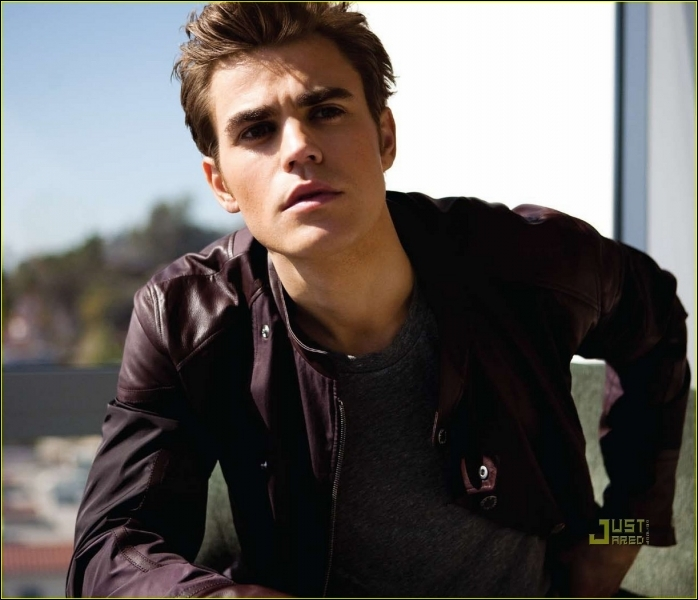 Quand Stefan a-t-il vu Elena pour la première fois ?