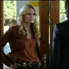 Qui remplace Emma au poste de shériff pendant que celle-ci est dans le monde féérique ?