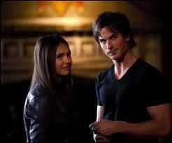 Où Damon et Elena se rencontrent-ils ?