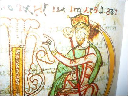 Charlemagne, comme ses sujets, portait une tunique à manches longues collantes. Comment la nomme-t-on ?