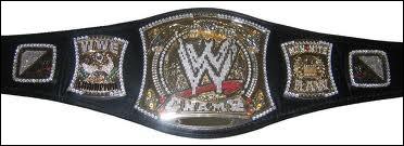 En janvier 2013, qui est champion de la WWE ?