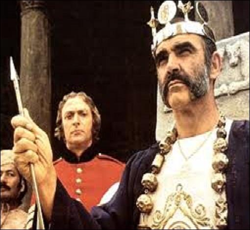 Film de 1975 avec Sean Connery, Michael Caine et Christopher Plummer. Quel film est l'adaptation de la nouvelle éponyme de Rudyard Kipling publiée en 1888 ?