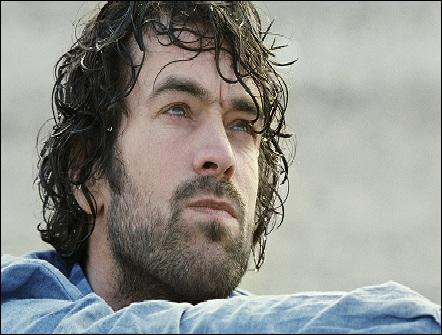 Quel film d'Eric Lartigau sorti en 2010 réunit Romain Duris, Catherine Deneuve et Marina Foïs ?